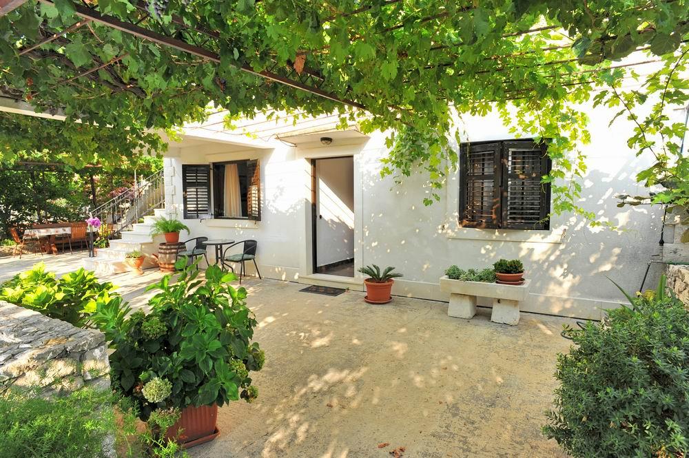 Apartment lenka sutivan otok bra apartments lenka for 1332 park terrace